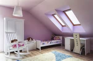 schlafzimmergestaltung mit dachschrge lila dachschrge möbelideen