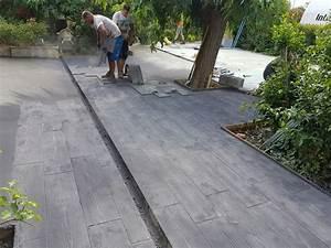terrasse en beton imprime motif bois couleur grise With terrasse beton avec motif