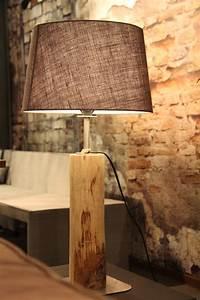 Lampe Mit Holzstamm : tischleuchte rustikal mit gesch ltem holzstamm textil lampenschirm in leinengrau gesamth he 65 ~ Indierocktalk.com Haus und Dekorationen
