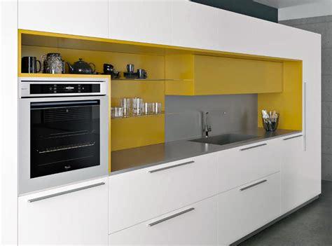 cuisine blanche et jaune cuisines armony modèle yota plan de travail en inox