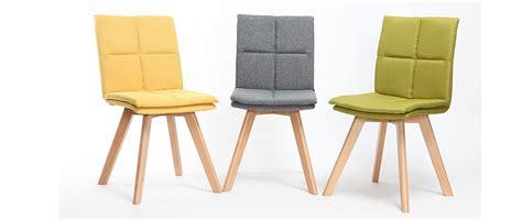 chaises de bureau but chaise scandinave tissu gris pieds bois clair lot de 2