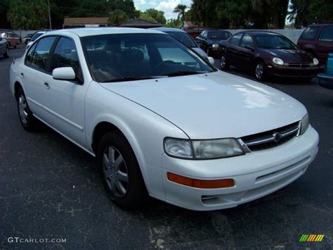 white nissan maxima 1997 cloud white nissan maxima gxe 32391902 photo 10