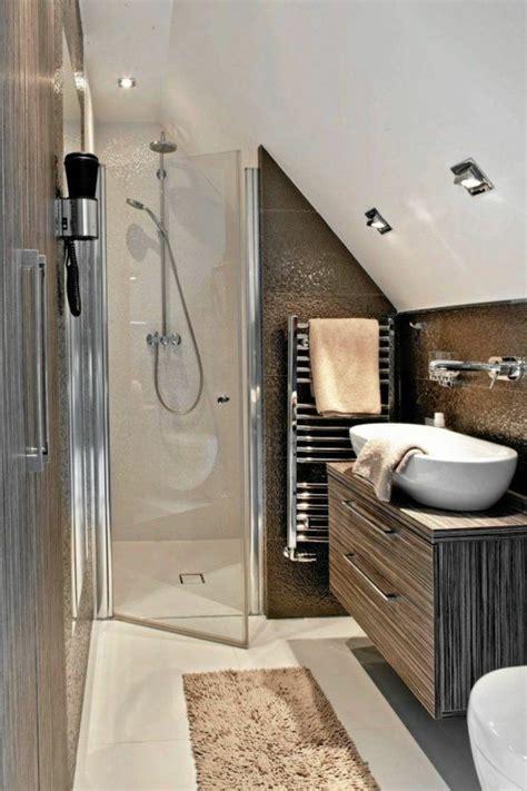 Kleines Badezimmer In Dachschräge by Badezimmer Dachschr 228 Ge Mosaikfliesen Sp 252 Le Schrank Bad