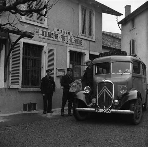 laposte bureau histoire postale bureau de poste de poule les écharmeaux rhône avec le véhicule de la poste