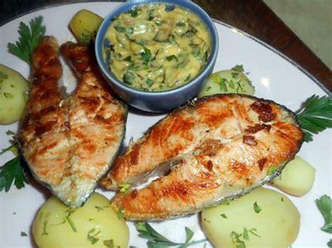 cuisiner darne de saumon recette de darnes de saumon grillée sauce bearnaise