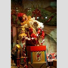 Christmas Window Display, Nyc!!! Bebe'!!! Love The Festive Holiday Window Displays In New York