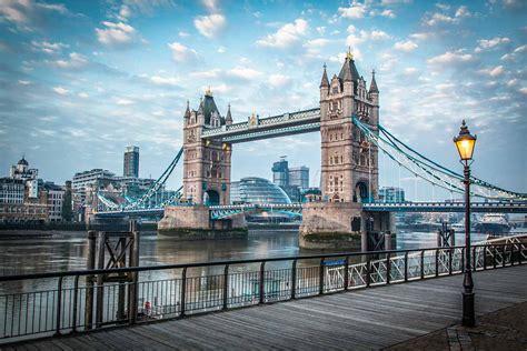 tower bridge bilder blue hour at tower bridge modernes skyline