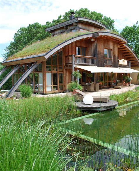 Haus Mit Grasdach by Haus Mit Gr 252 Ndach Wohnen In 2019 Autarkes Haus Haus