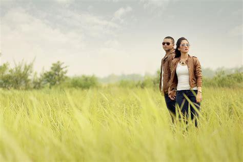 konsep foto prewedding outdoor  unik