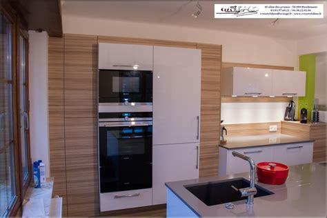 plan de travail en quartz pour cuisine cuisine gris et bois
