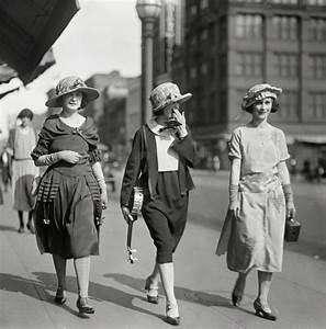 20er Jahre Kleidung Frauen : marie latz mode in berlin 1922 berlin 1922 pinterest l tzchen berlin und mode ~ Frokenaadalensverden.com Haus und Dekorationen