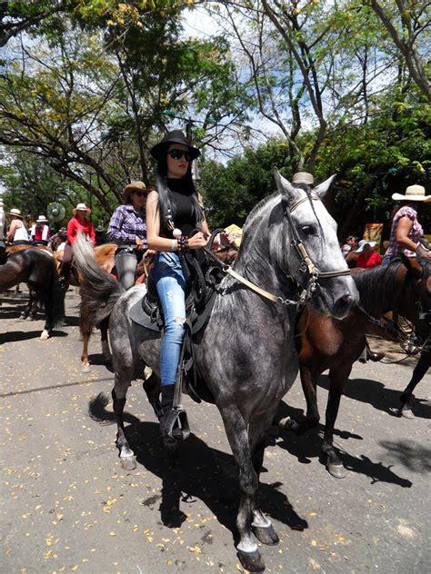 mujeres cojiendo  caballos ponis  de mujeres