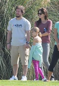 Ella Wahlberg Photos Photos - Mark Wahlberg And Rhea At ...