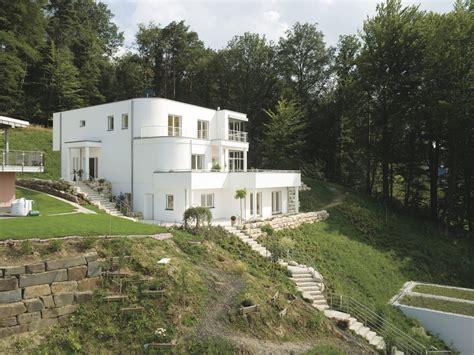 Haus Am Hang Bauen by Wei 223 Es Haus Am Hang Mit Bodentiefen Fenstern Haus Am