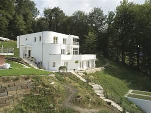 Bauen Am Hang : wei es haus am hang mit bodentiefen fenstern haus am ~ Lizthompson.info Haus und Dekorationen