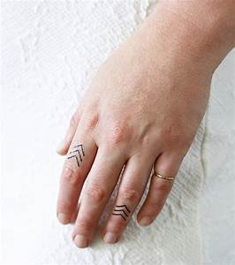 Tatouage Sur Doigt : tatouage doigt 20 id es de petit tatouage pour femme ~ Melissatoandfro.com Idées de Décoration