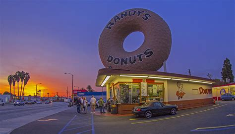 Googie: Randy?s Donuts ? Daily Photo Game