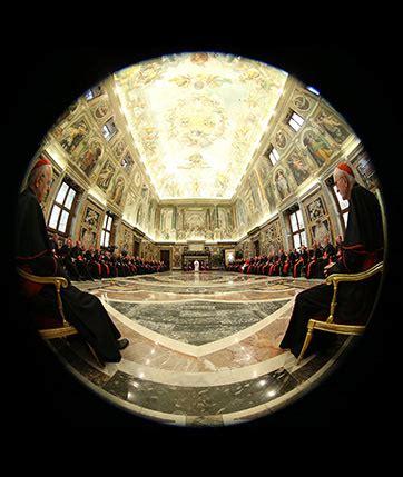 il y a un an au vatican kerviel et le pape françois les le pape aux vautours du vatican dossier lalibre be