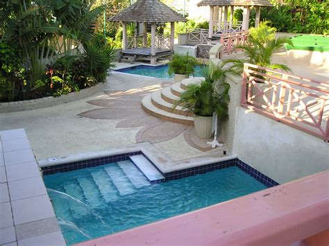 Small Swimming Pools You May Have In A Narrowed Residence
