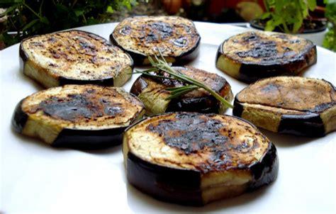 cuisiner des aubergines cuisiner aubergine sans graisse régime pauvre en calories