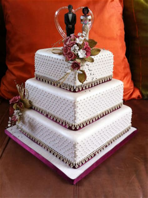 wedding cakes anniversary silver gold  tiers