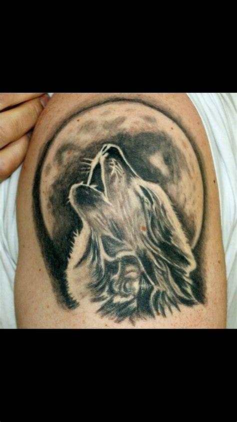 wolf howling moon tattoo tattoo ideas pinterest
