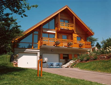 chalet et maison en bois chalet traditionnel avec larges baies vitr 233 es nos chalets en bois 68 haut rhin