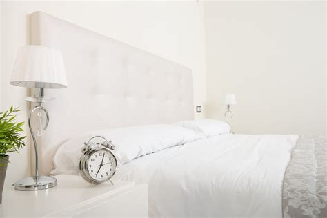 Bedroom Color Ideas White Walls by Best 11 Shades Of White Paint For The Bedroom