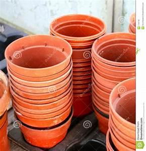 Pots à épices : stacks of empty plastic plant pots royalty free stock photography image 7741787 ~ Teatrodelosmanantiales.com Idées de Décoration