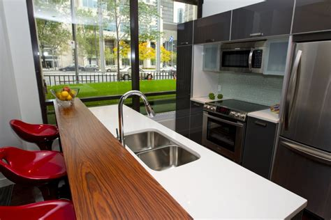 plan de cuisine ouverte sur salle à manger vue plongeante sur le square danielle bonneau