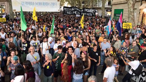 bis hierhin und nicht weiter bis hierhin und nicht weiter quot 3000 mallorquiner protestieren gegen massentourismus news