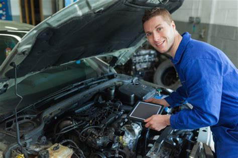 job spotlight auto mechanic findmytradeschoolcom