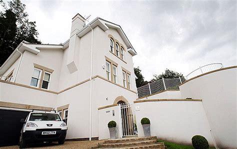 balotelli casa balotelli coloca sua casa em manchester para alugar