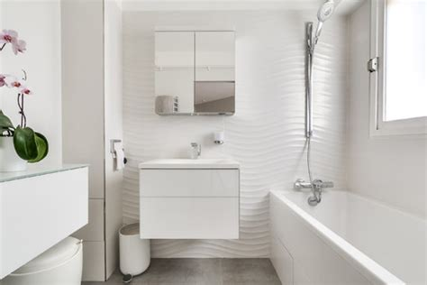How To Make Any Bathroom Look (and Feel) Bigger