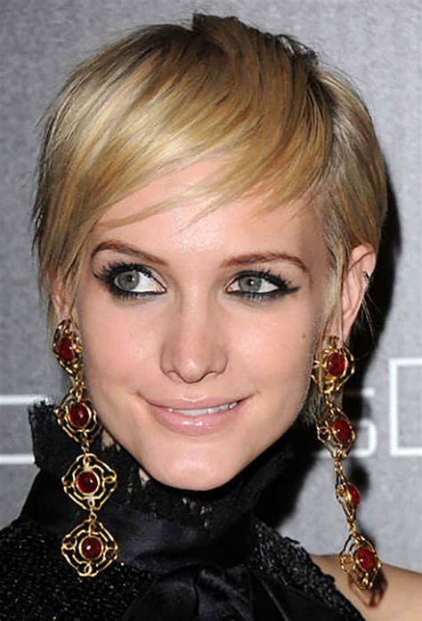 Short hairstyles that will be in fashion in 2021. Best Celebrity Short Haircuts and Easy Hairstyles - NiceStyles