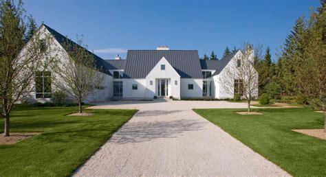 beautiful   simple modern farmhouse exterior