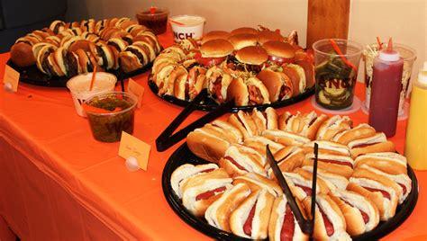 Robot Buffet Burger Sliders Bbq Chicken Sliders And