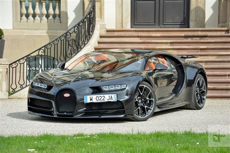 Bugatti's new Divo will be light, nimble, and sharp as a ...
