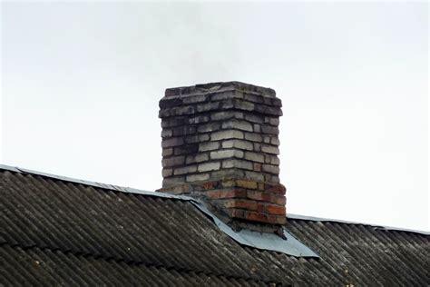 Valmierā dzīvojamās mājas dūmvadā deguši sodrēji - Valmieras Ziņas