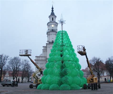 how to recycle christmas tree out of empty bottles in