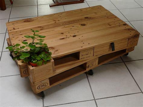 table basse palette industrielle table basse palettes sur roulettes par julpec sur l air du