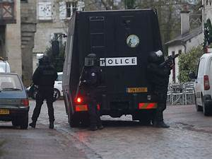 Citroen Crepy En Valois : heavily armed french police gather near forest in search for charlie hebdo suspects abc news ~ Gottalentnigeria.com Avis de Voitures