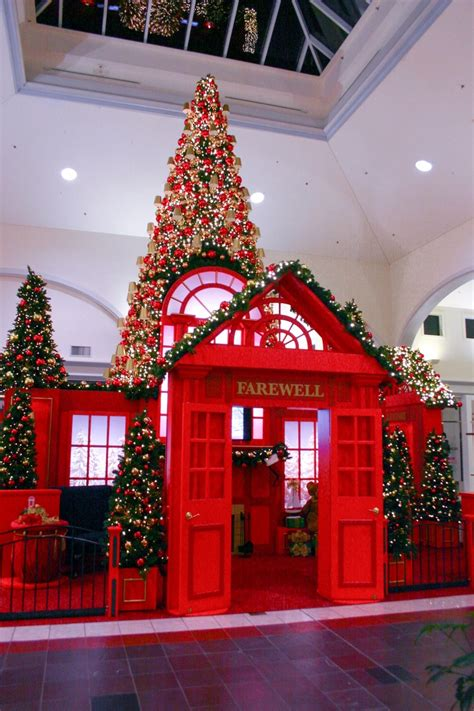 columbiana mall christmas display   information