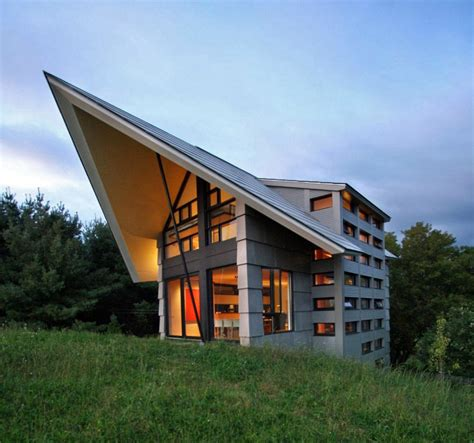 quebec countryside slope house  upper   walkouts