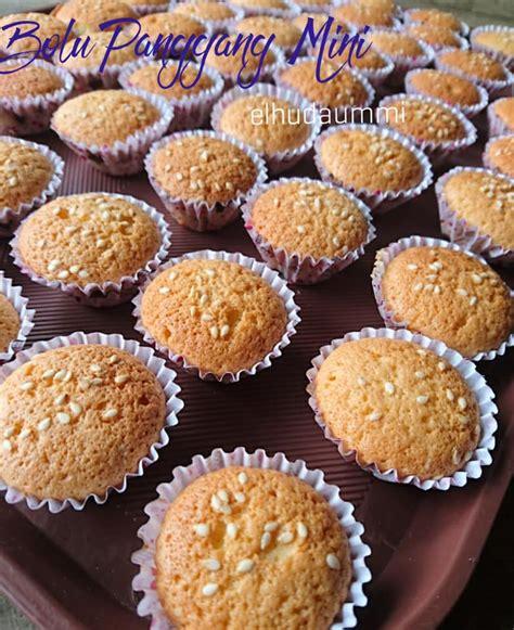 Setelah kue matang segera balik cetakan dan dinginkan. resep Bolu Mini Panggang by El Huda Ummi langsungenak.com