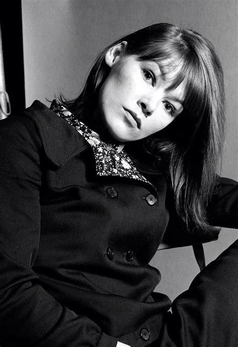 Glenda Jackson is a British beauty. | Glenda jackson ...