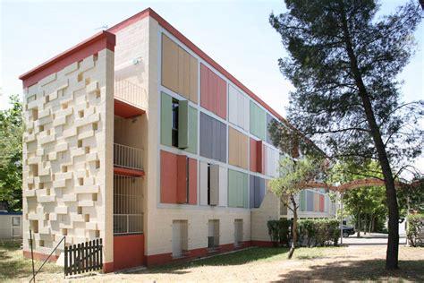 chambre universitaire aix en provence peau isolante et colorée pour les bâtiments de la cité u d