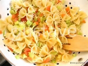 salade de p 226 tes au saumon fum 233 et au concombre croquant la recette gustave
