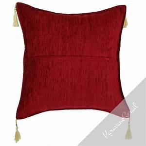 Housse De Coussin Rouge : housse de coussin orientale rouge lycia ~ Teatrodelosmanantiales.com Idées de Décoration