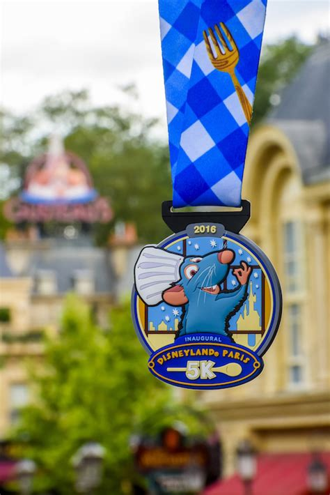 disneyland paris marathon weekend medals revealed diskingdom